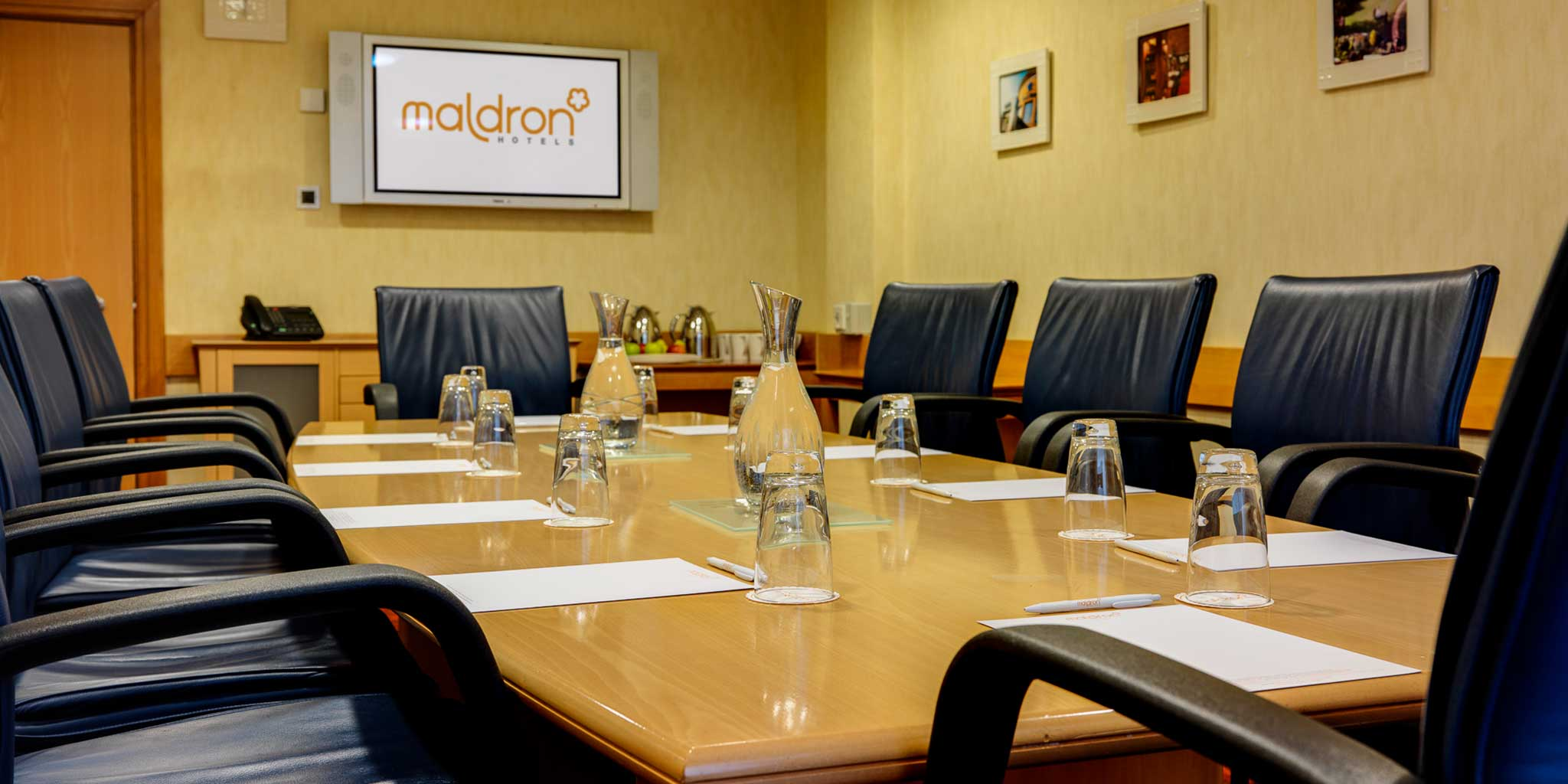 Maldron-Hotel-Belfast-International-Airport-boardroom-meeting